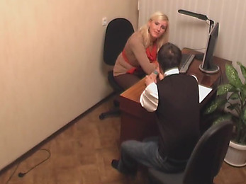 Unabashed fuck session in the office!